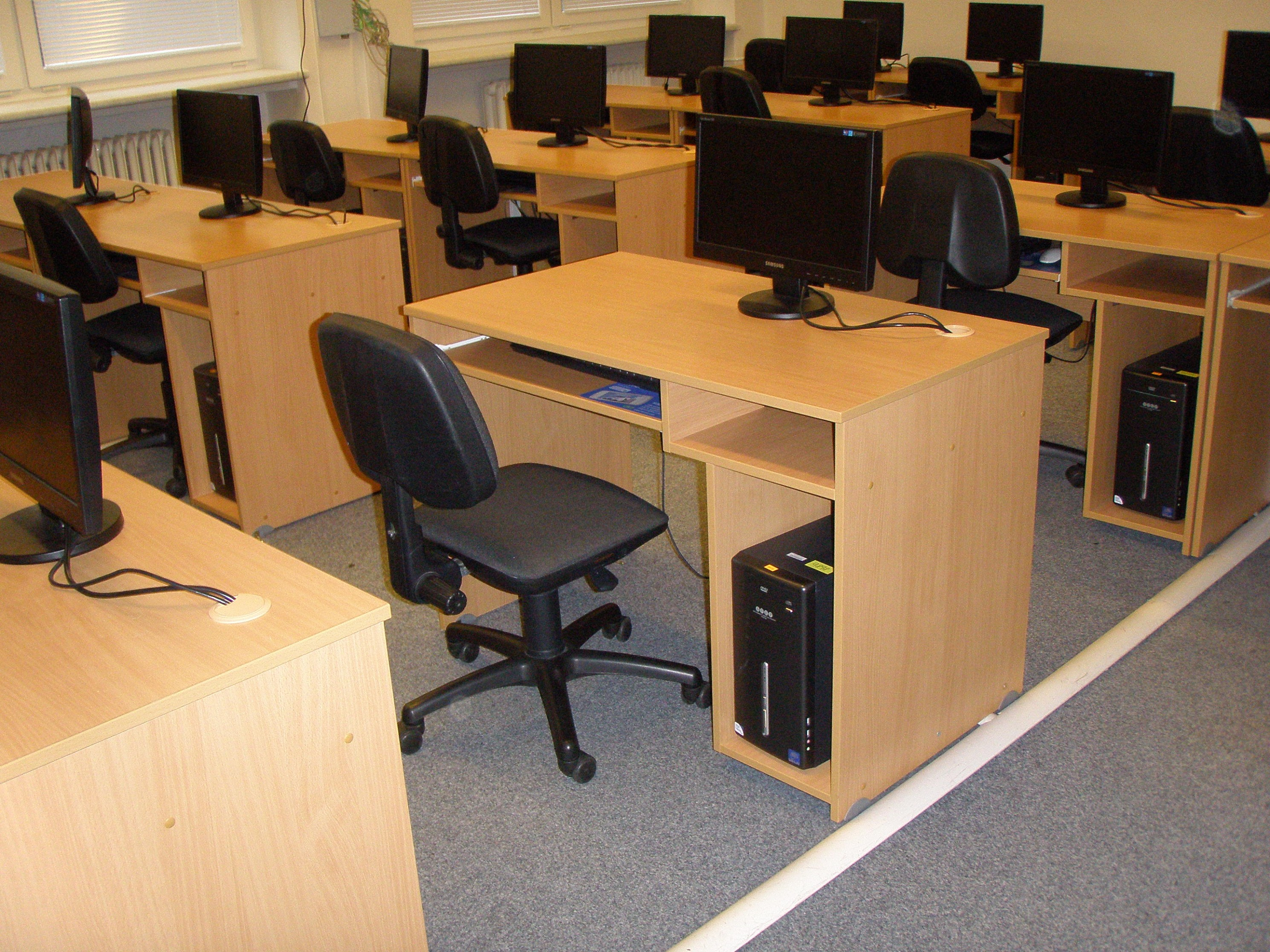 Kancelářský nábytek – WIPOLL Interiéry Ostrava