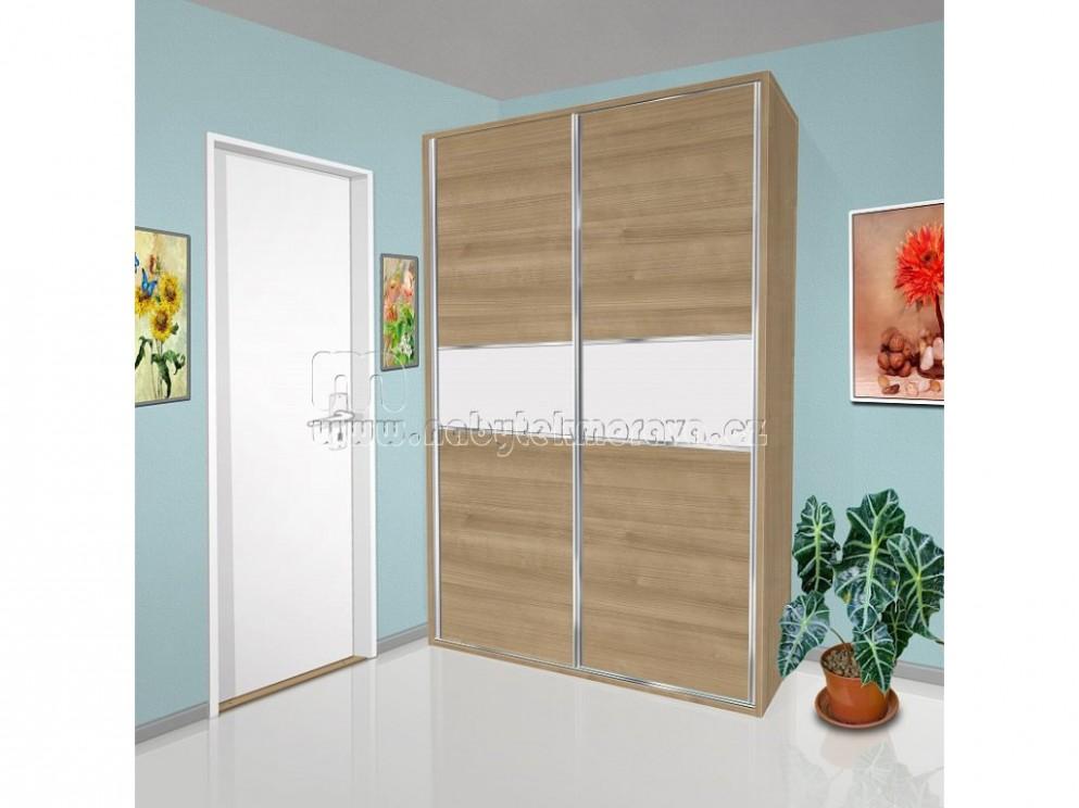 Vestavná šatní skříň s posuvnými dveřmi