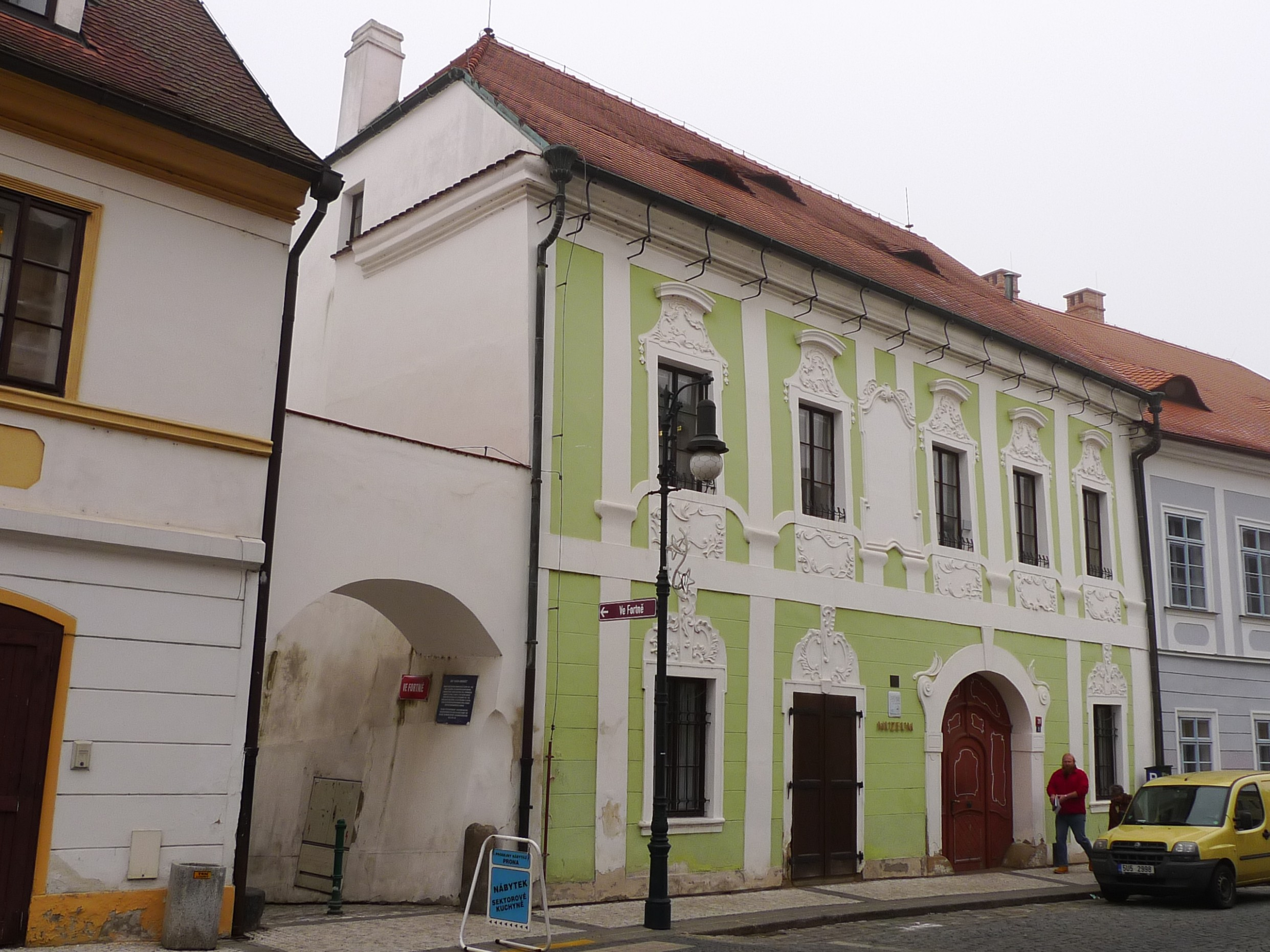 Soubor:Louny, dům U Bílého jednorožce, Pivovarská čp.54.JPG – Wikipedie