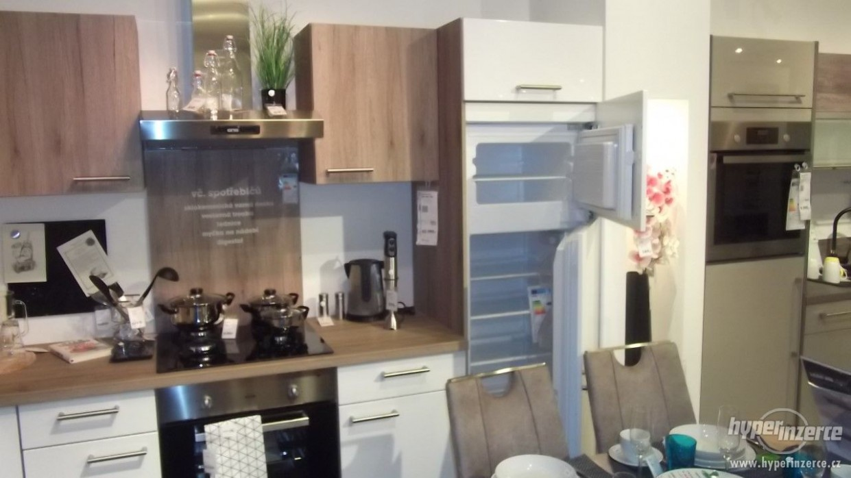 Kuchyňská linka-rohová 61x61, včetně spotřebičů!!! - inzerce, prodám