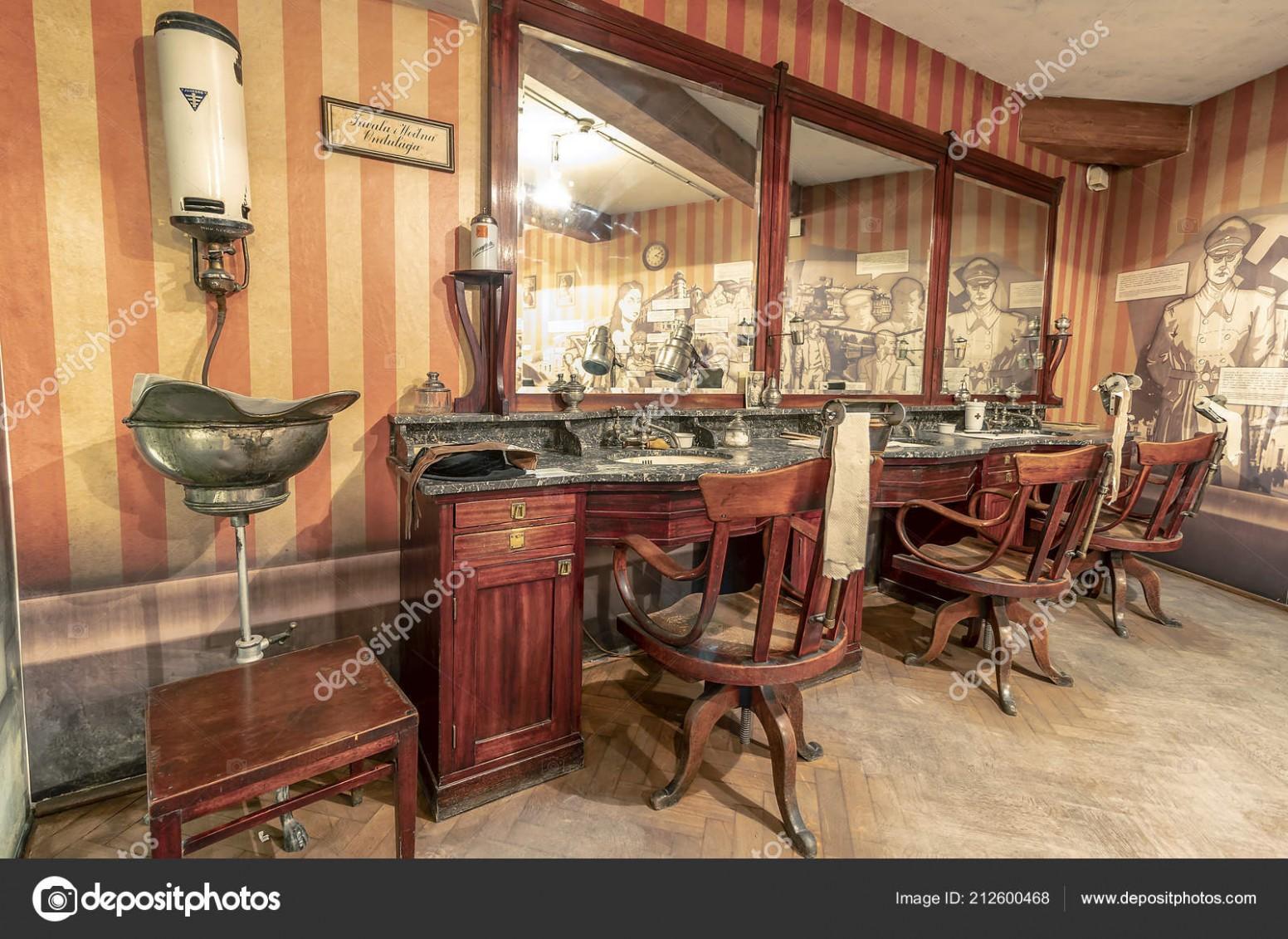 Krakov Polsko Června 69 Vintage Barber Shop Nábytek Okupovaném ...