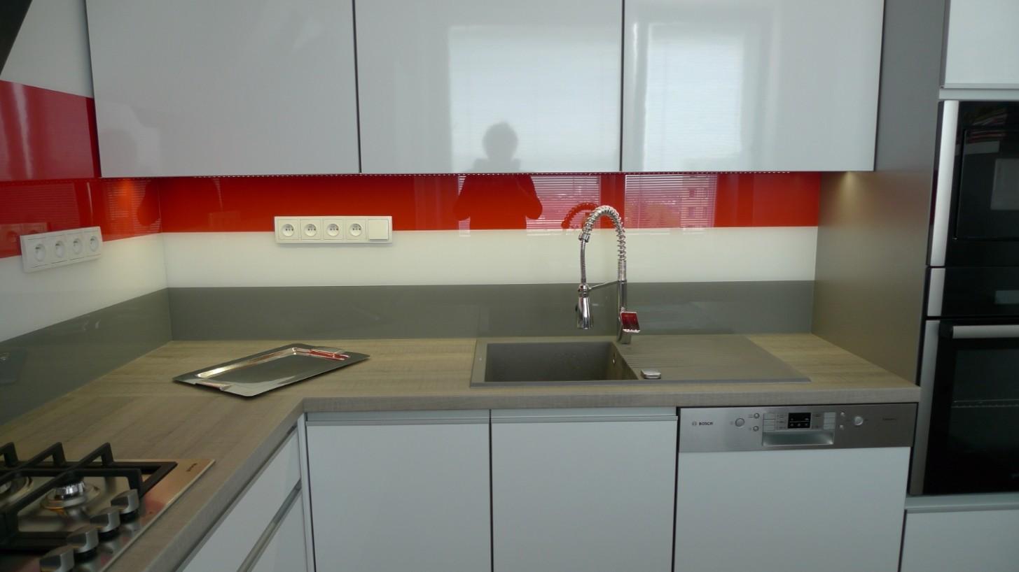 Byt v panelovém domě a v něm krásná kuchyň | Greytech