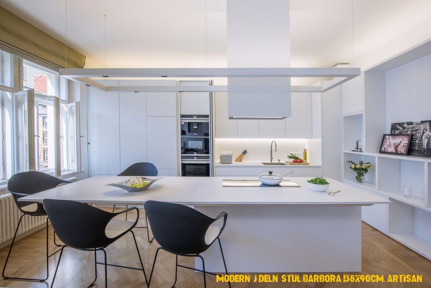Centrum obytného prostoru tvoří kuchyňský ostrov, jehož pracovní ...