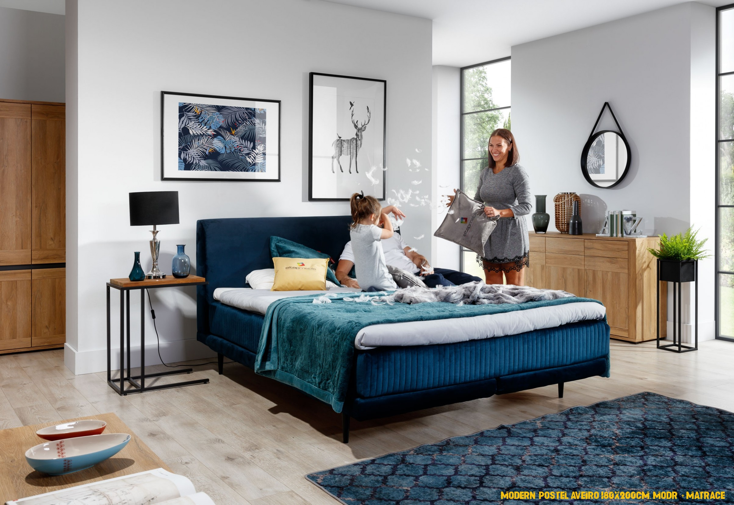 Moderní postel Aveiro 4x4cm, modrá + matrace