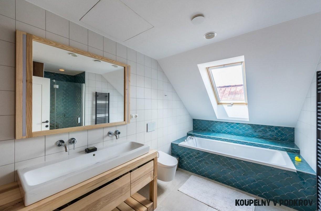 Velká koupelna v podkroví  Alcove bathtub, Corner bathtub, Bathroom