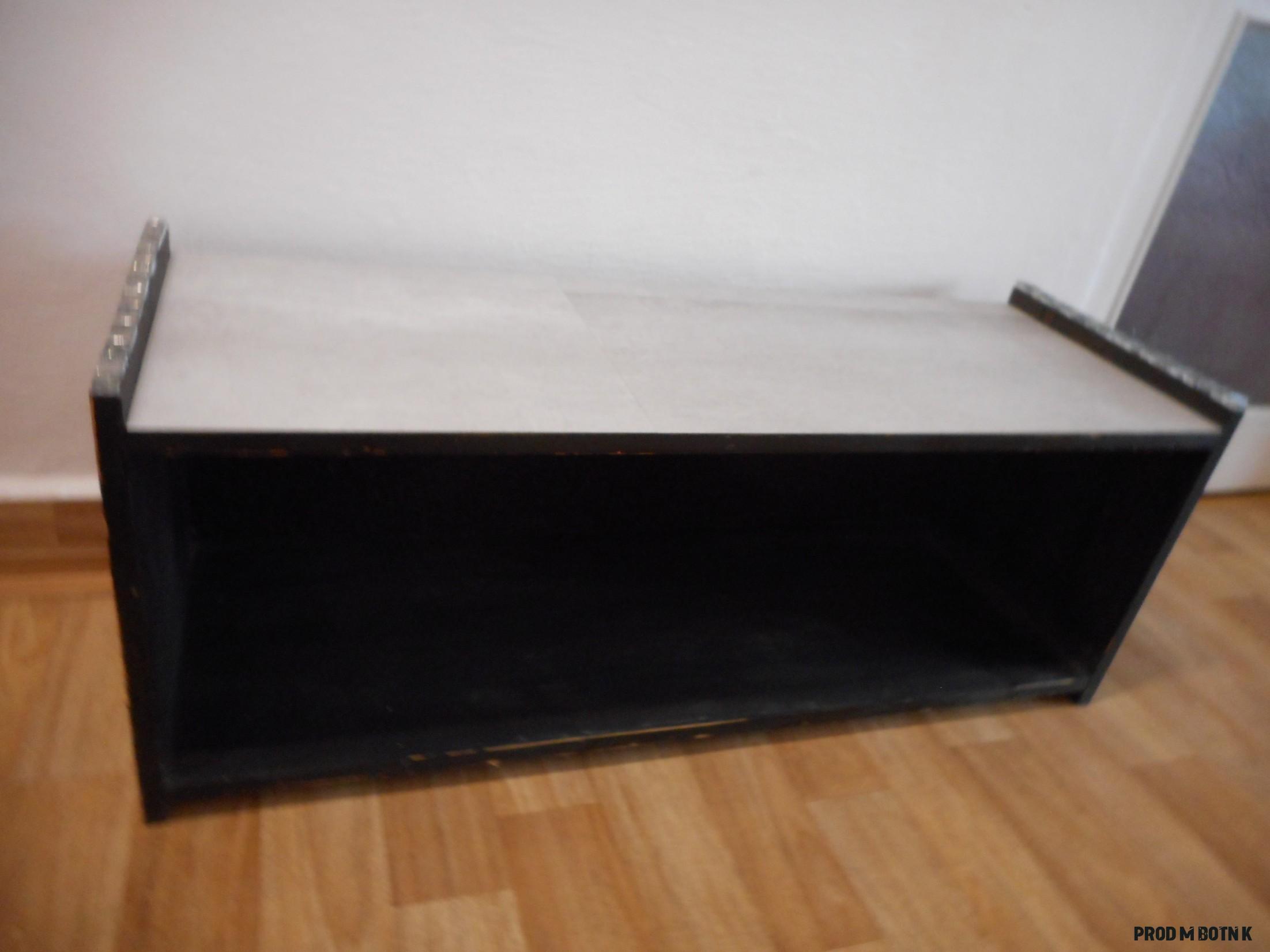Prodám dřevěný botník v12 x š 12 x hl 12 cm Cena: 12 czk