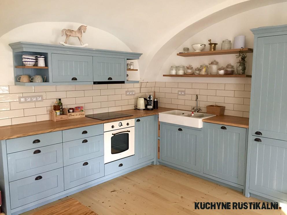 Rustikální kuchyně  Výroba rustikální kuchyně z masivního dřeva