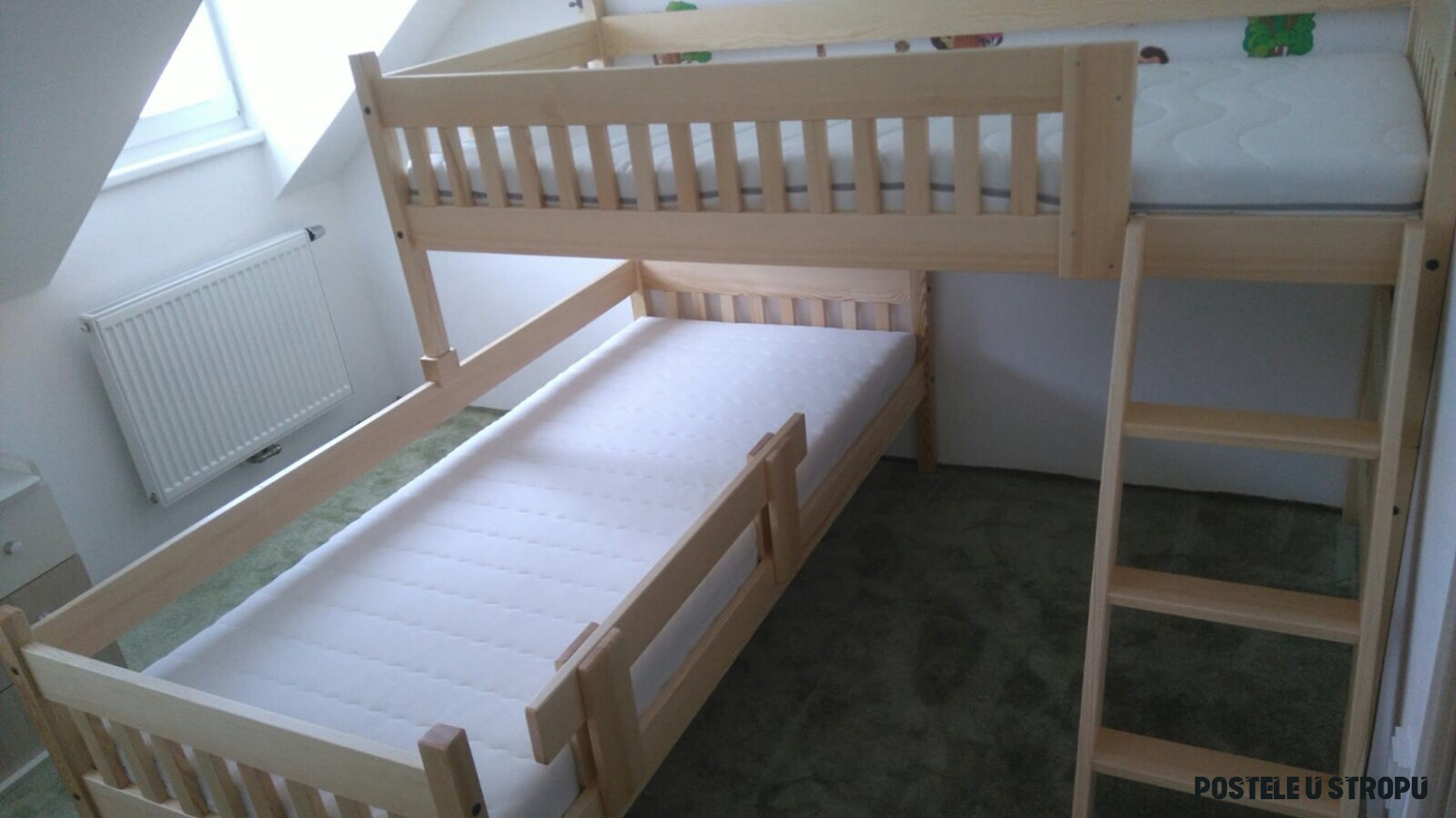 Patrová postel v bytě s nízkými stropy