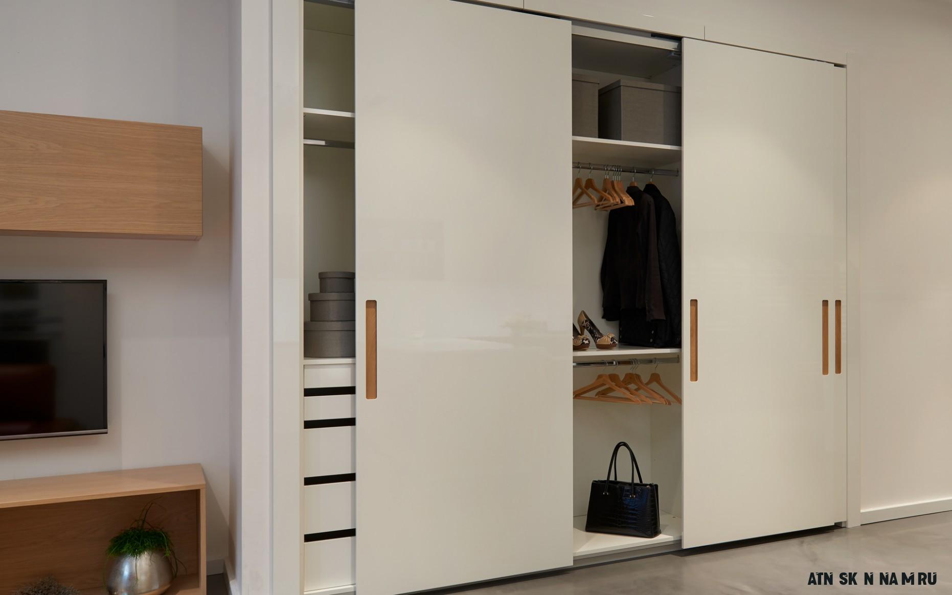 Šatny a skříně  HANÁK - Moderní šatní skříně a šatny