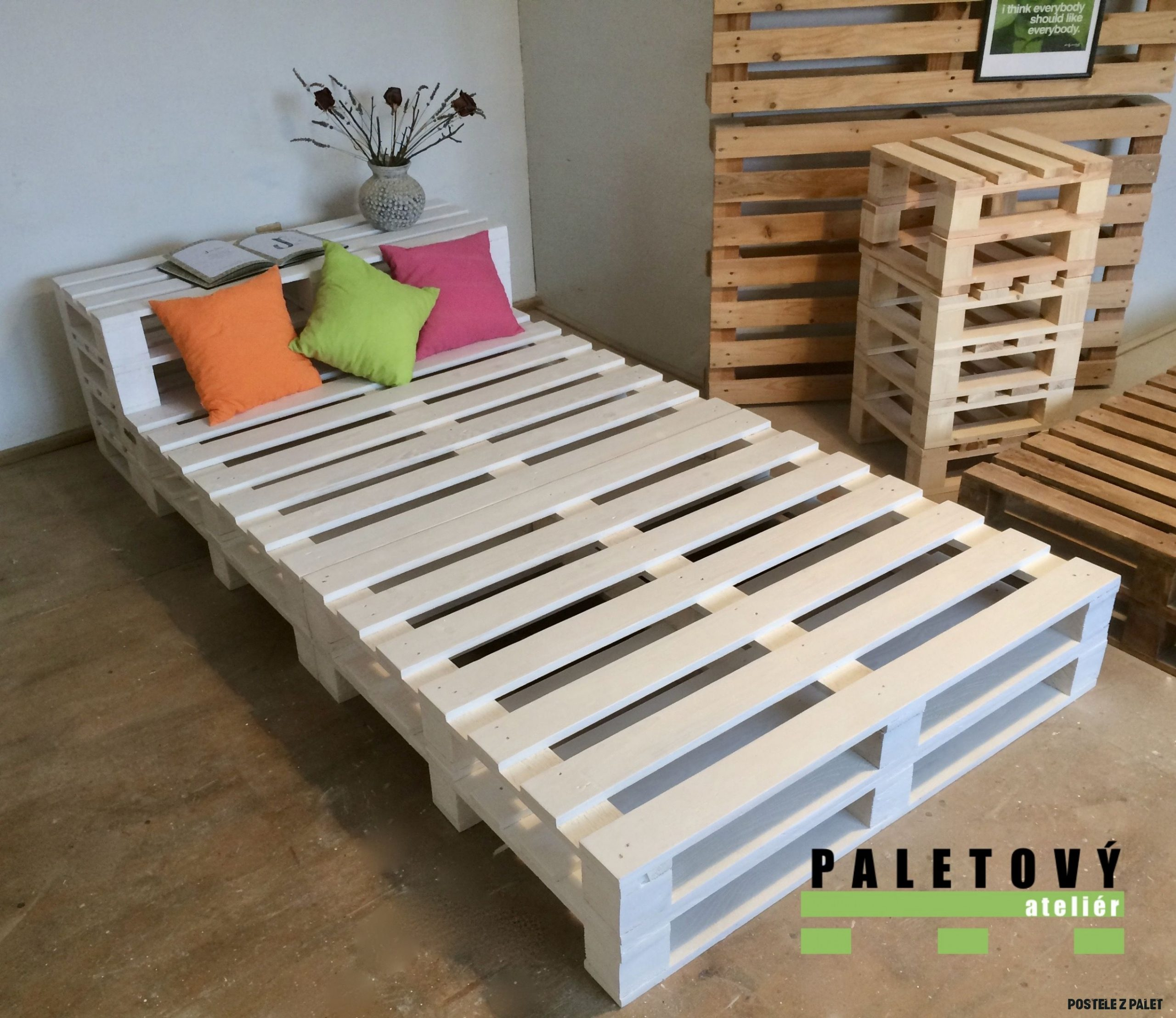 Postel z palet s policí in 8  Wooden pallet beds, Diy bed