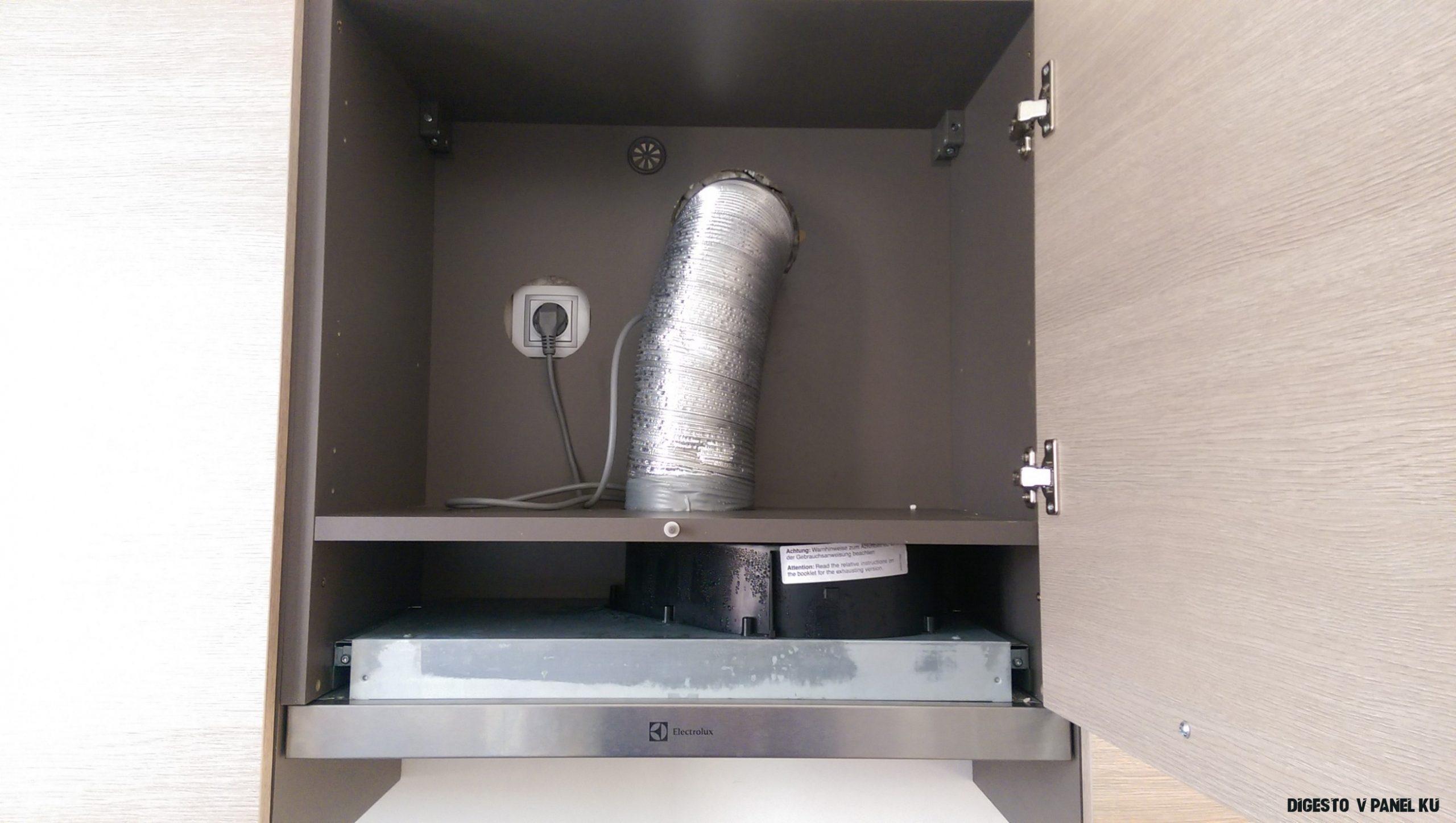 Ukázka z montáže - oprava potrubí k digestoři Odtah digestoře