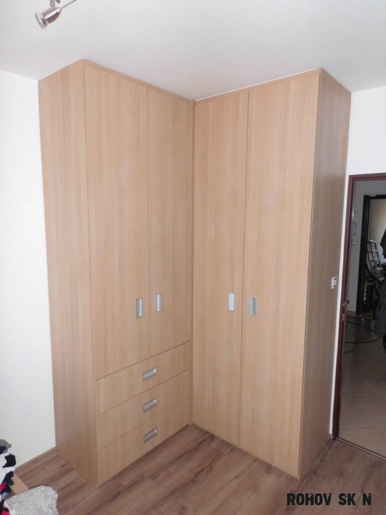 Vestavěné rohové šatní skříně  Fotogalerie