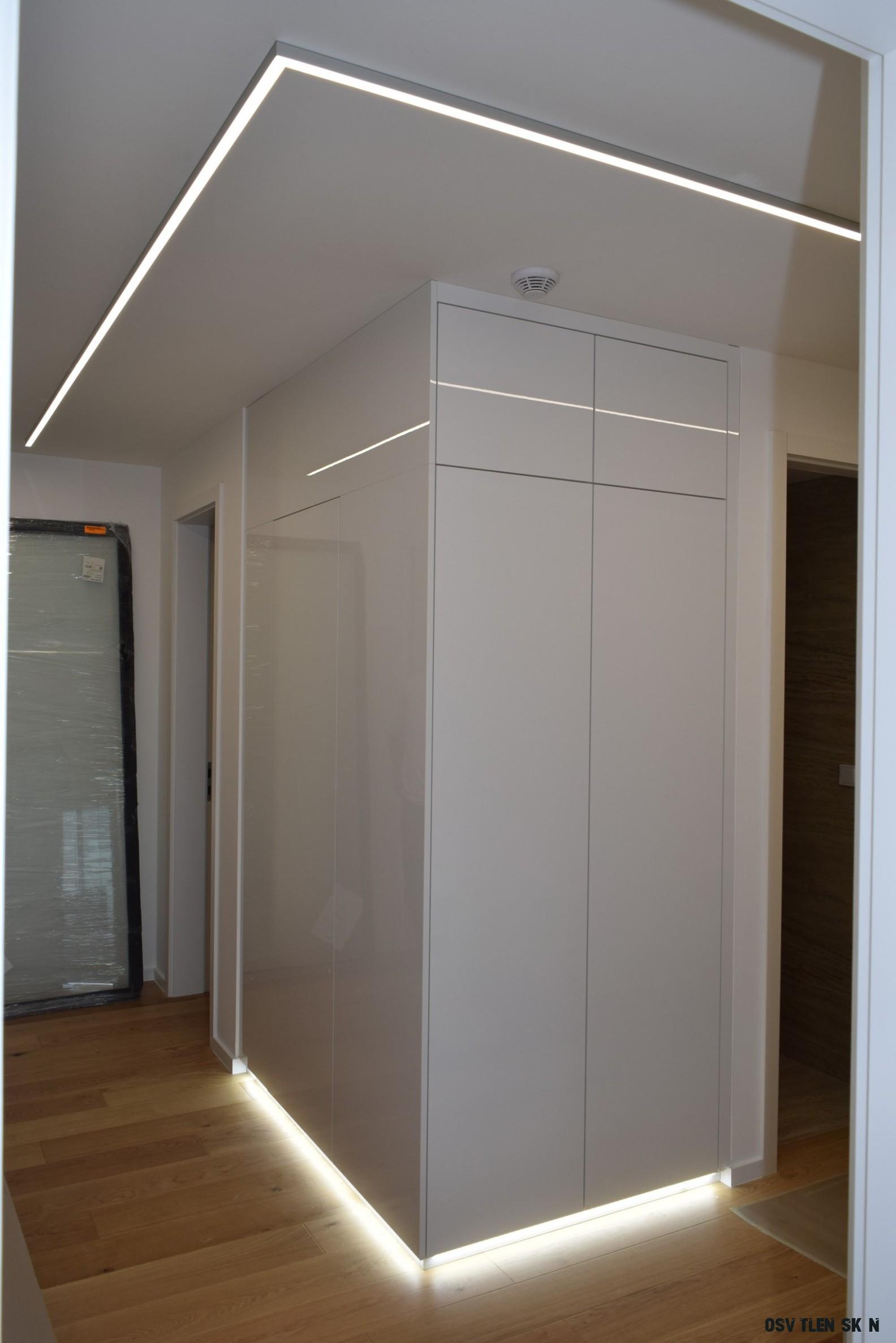 Osvětlené vestavěné skříně a veškerý nábytek do domácností na zakázku