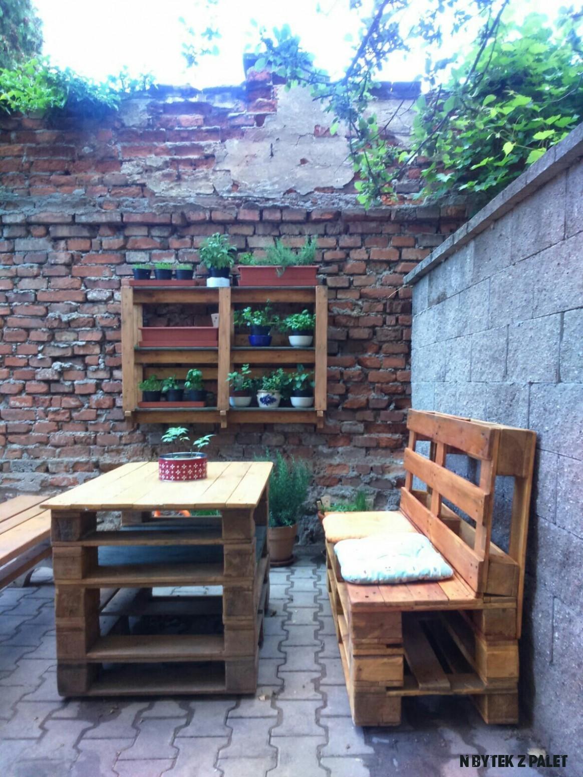 Nábytek z palet  Cottage inspiration, Home decor, Outdoor decor