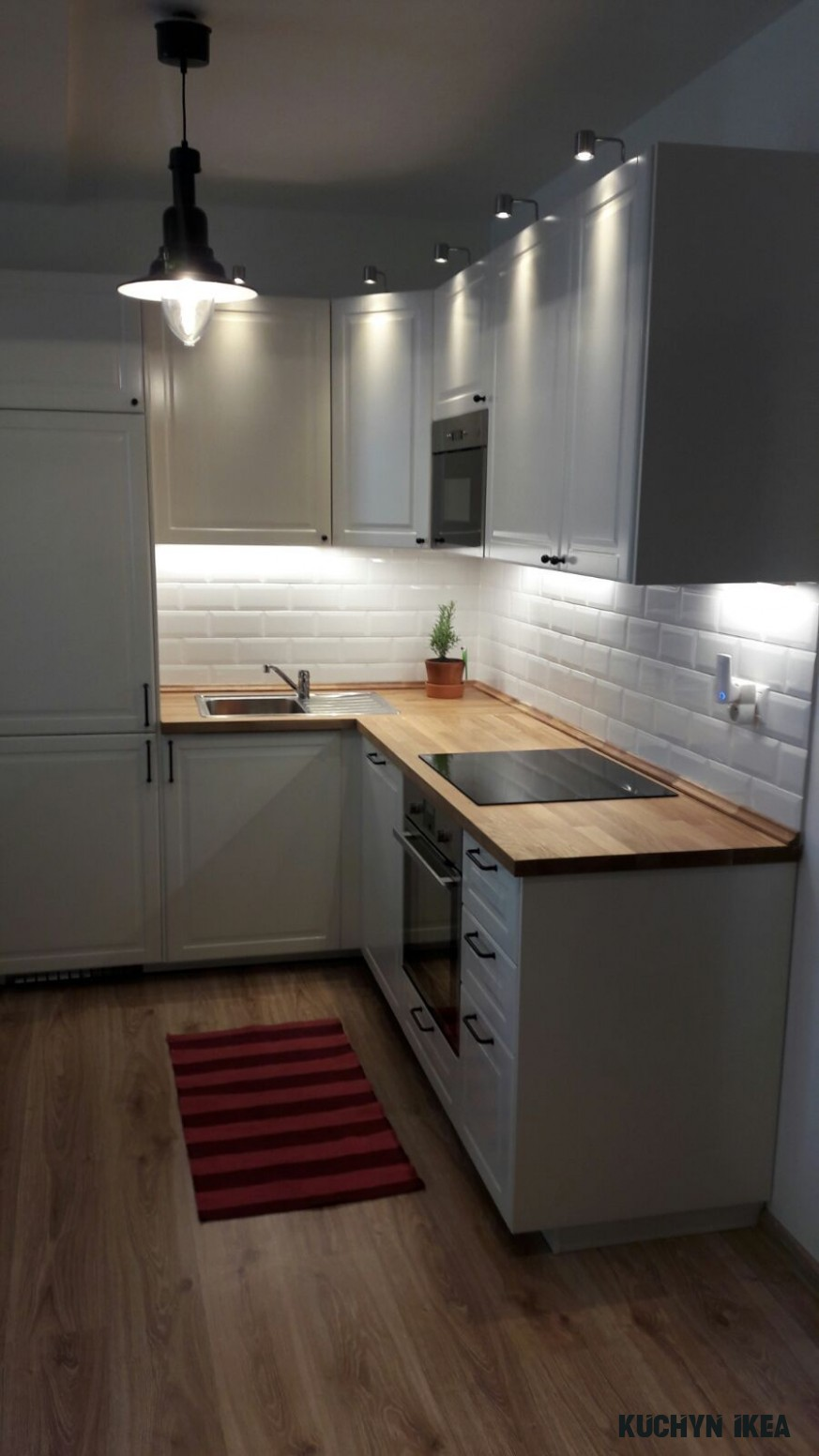I'm in love with my new Ikea bodbyn kitchen with French metro