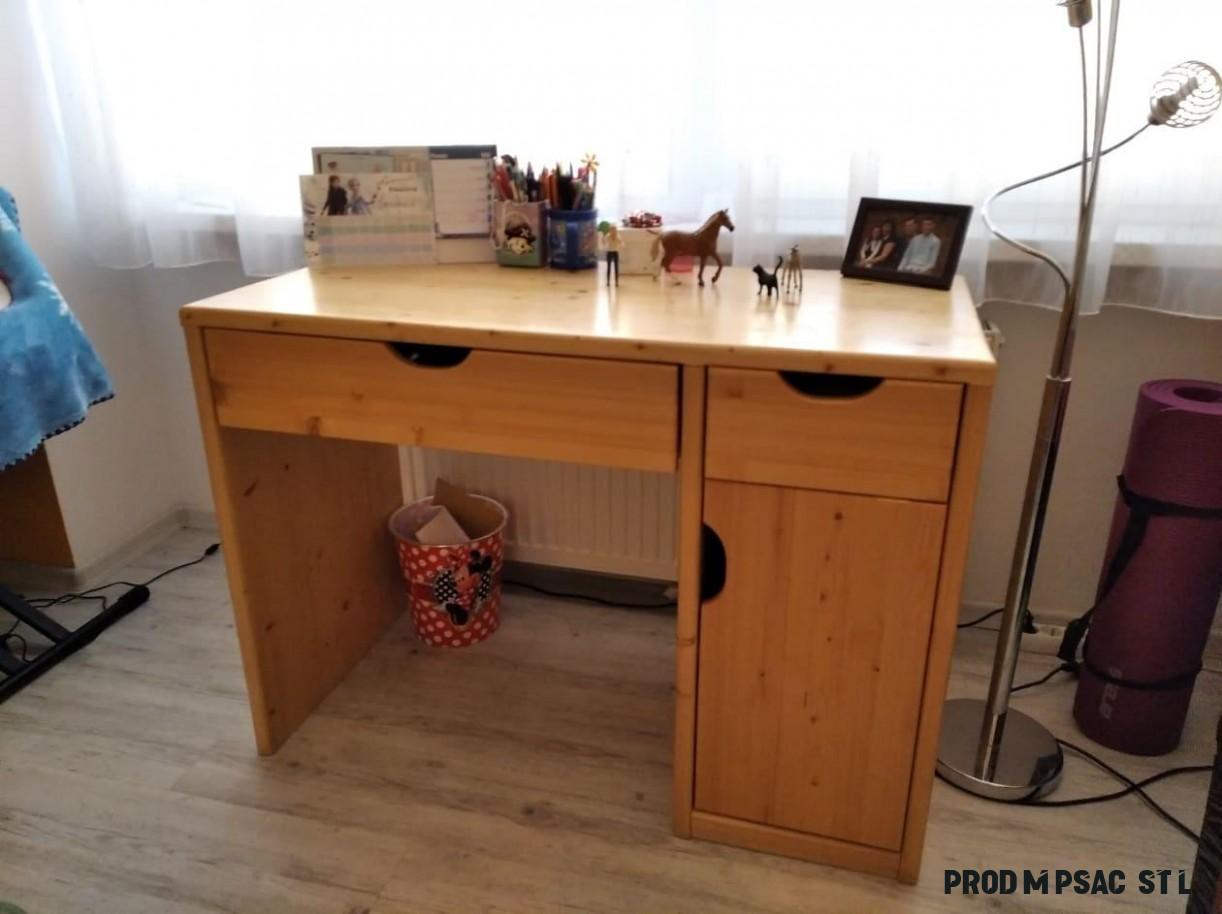 Prodám psací stůl a šatní škříň do dětského pokoje