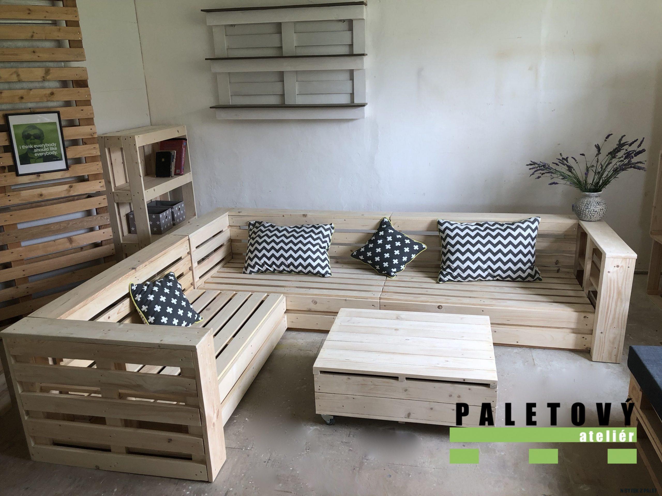 Sedačka z palet s odkládacím prostorem  Indoor pallet furniture