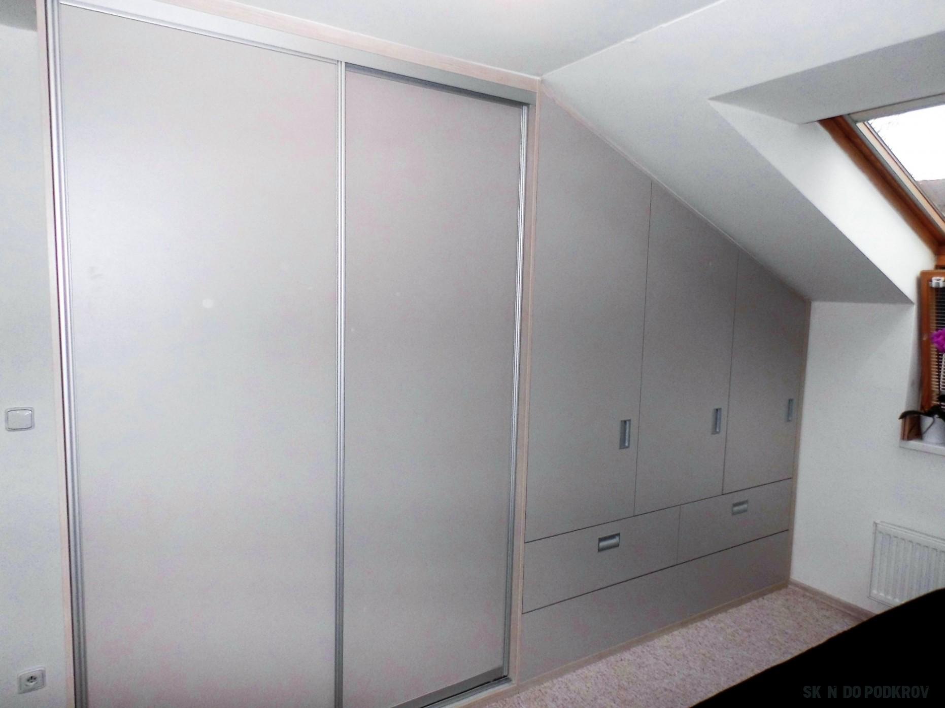 Podkroví: skříně a nábytek na míru