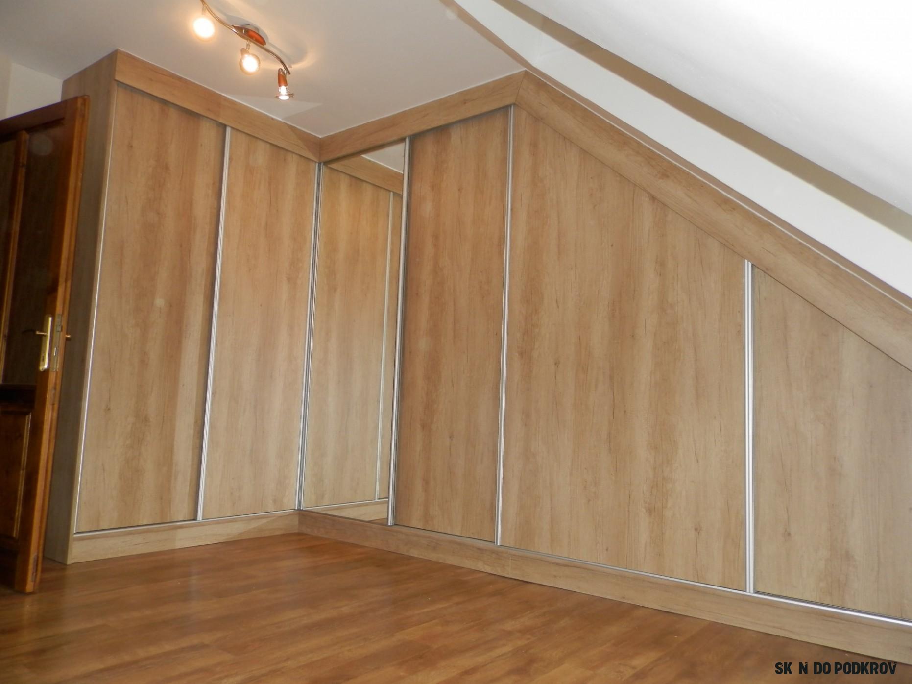 Vestavná rohová skříň do podkroví - Domažlice  Vestavěný nábytek