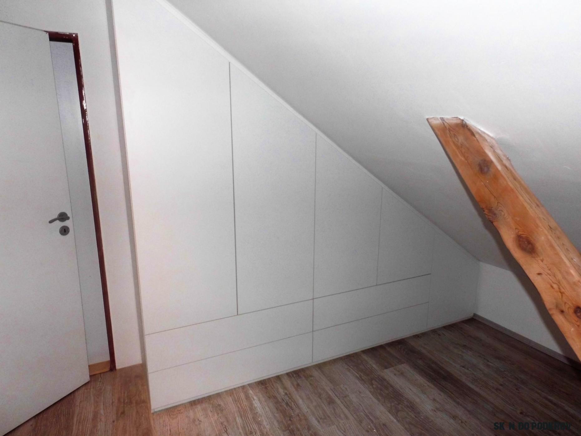 Vestavěné skříně do podkroví  atypické šikmé skříně  Fotogalerie