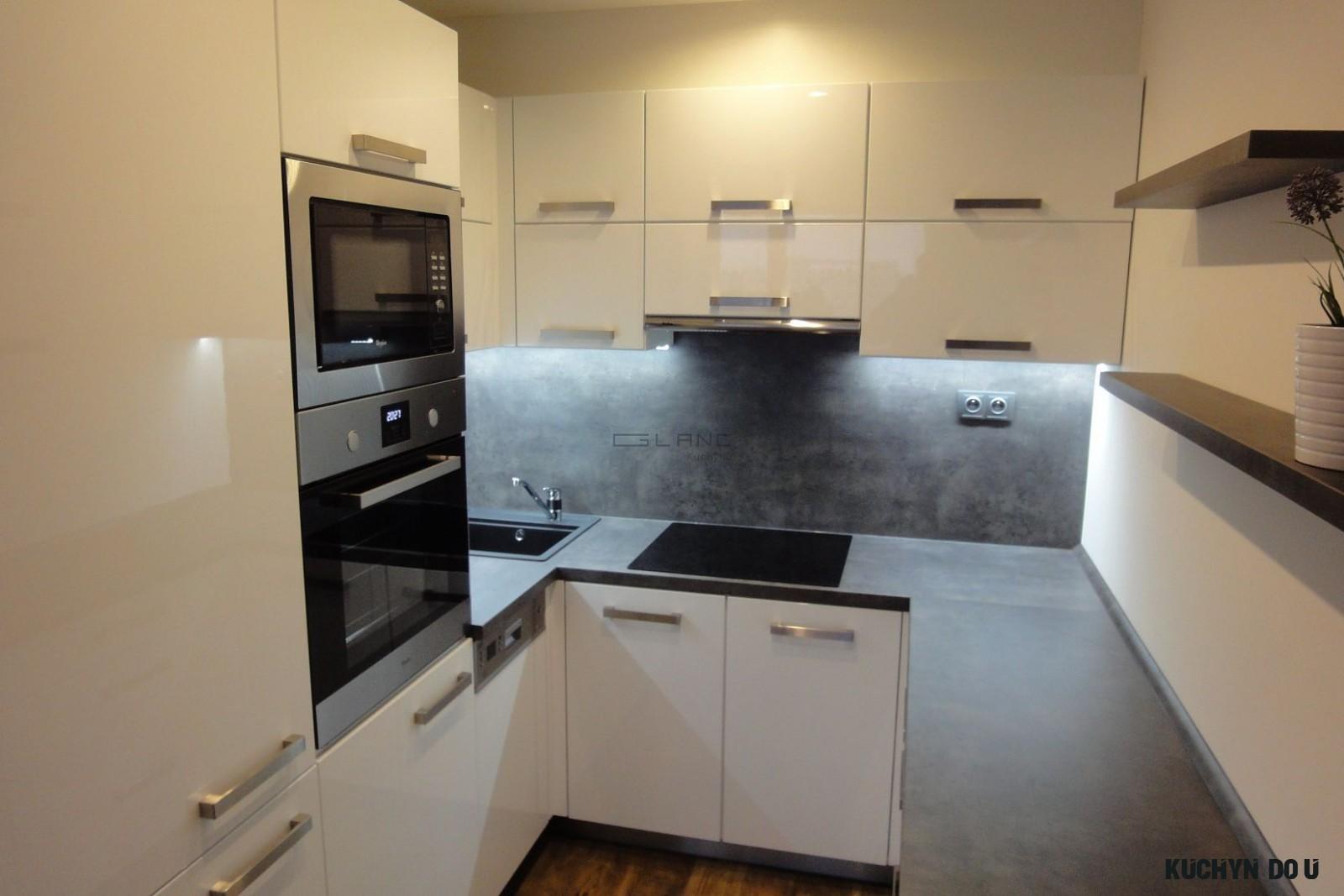 9 Bílá kuchyně v lesklém laku - Glanc kuchyně - kuchyně na míru