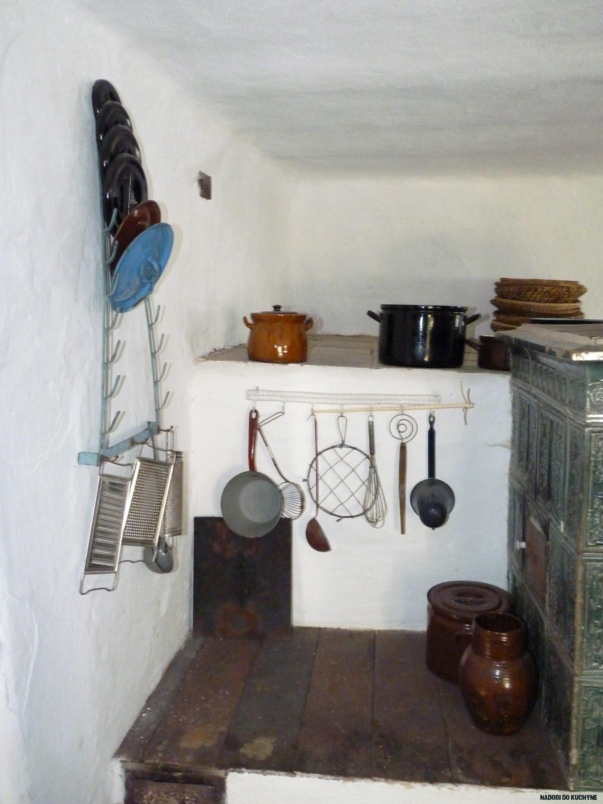 File:Vodní mlýn (Hoslovice), kuchyně, staré nádobí.JPG - Wikimedia