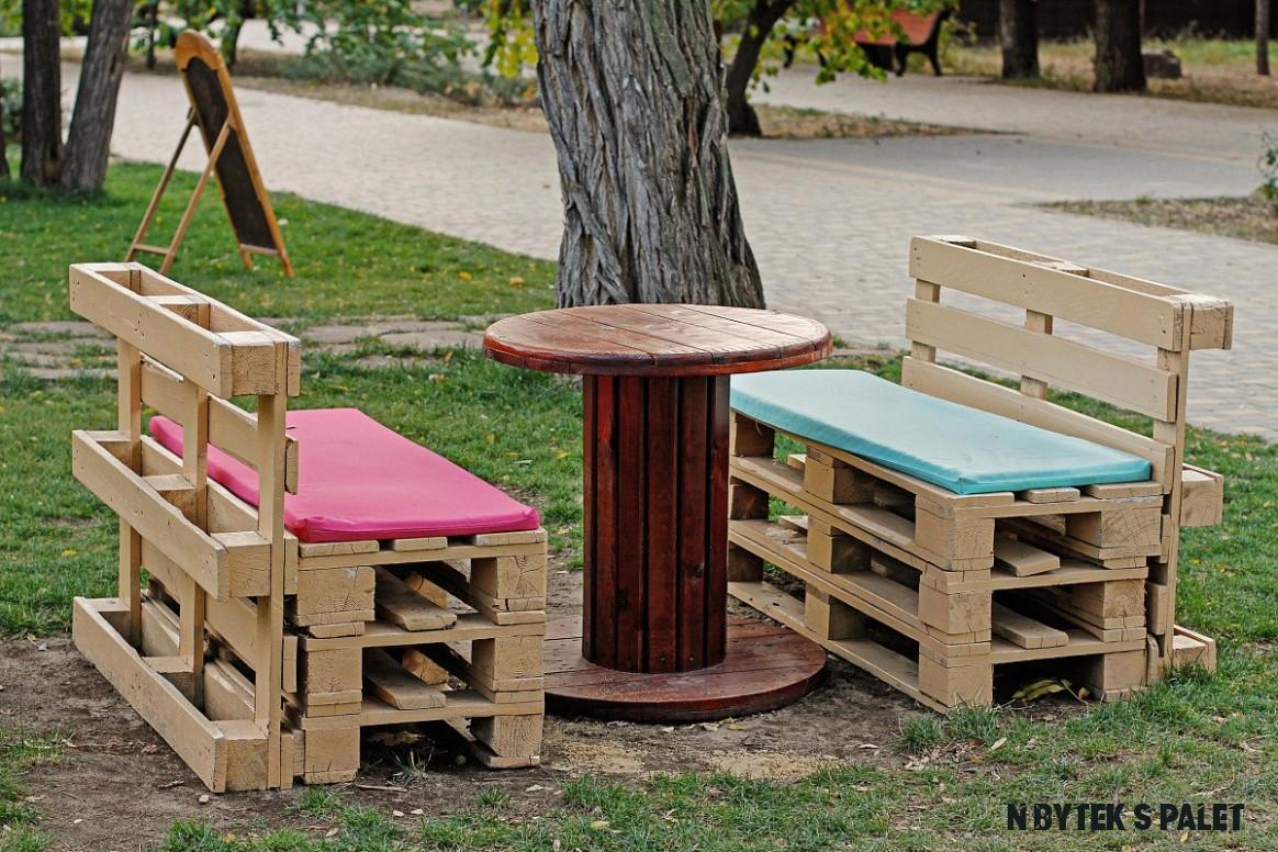 Výroba nábytku z palet - návod jak vyrobit postel nebo stůl